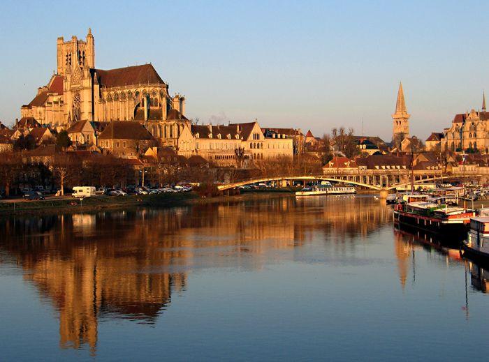 Auxerre petite ville bourguignonne for Piscine auxerre
